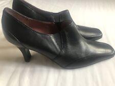 Clarks Damas dedo del pie cuadrado alto tribunal Frontal Negro Zapatos Tacón Con Talla 5.5
