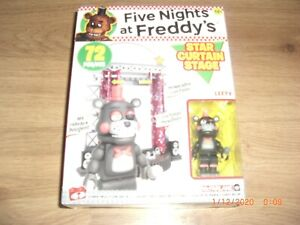 Star Curtain Stage Five Nights at Freddy Bauset Classic Series von McFarlane Toy