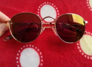 Guess sunglasses women. Classic metal round. Very good condition. No scratches
