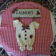 VTG Primitive LAUNDRY Sign/Plaque w/Baby Onesy Hanging w/wood Clothespins,PREOWN