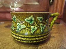 ancienne tasse  en barbotine epoque 1900 a decor de lierre ou vigne