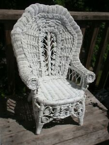 VINTAGE ORNATE WHITE WICKER BABY / DOLL CHAIR
