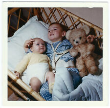 photo anonyme snapshot color - baby and teddy - ours en peluche - jouet ancien
