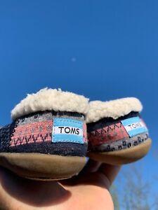 TOMS Aztec Pink Navy Blue Gray Ballet Flats Faux Fur Shoes Size 7 T ❤️sj18m2