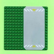 Lego--30225p01--Strassenplatte--Grundplatte--16 x 16-Grün- Straße mit Markierung