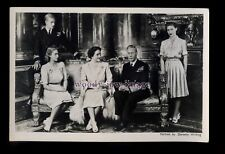 r3500 - King George VI with his Family in Buckingham Palace - postcard - Tuck's