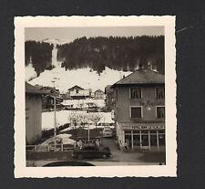 MORZINE (74) Photo / PEUGEOT 403 à HOTEL DU SLALOM vu de HOTEL DU SOLEIL LEVANT