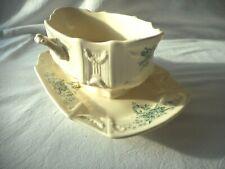 Belle saucière GIEN 19ème font blanc crème et fleur verte