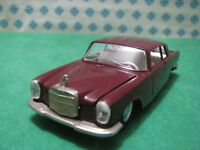 Vintage  -   MERCEDES-BENZ  250      -  1/43  Auto-Pilen