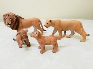 Family of 4 Schleich Lions, Male, lioness, 2 cubs D-73527 toys, figurines Br.New