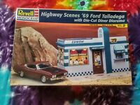 Highway Scenes '69 Ford Talladega with die cut diner diorama 1:24 revell monogr