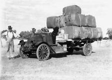Veteran I.H. Eng;exposed flywheel , g/box ,diff ;set- Centre lock Wire Wheels