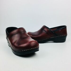 DANKSO Clogs Womens Burgundy Leather Mules Slip On Shoes Nurse Career 6.5 / 7