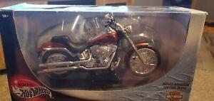 Hot Wheels 2001 Harley-Davidson Softtail Deuce 1:10 Scale Motorcycle Model - NOS