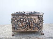 Boite coffret à bijoux en métal argenté décor de personnages d'époque 19ème