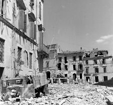WW2 Photo WWII  Destroyed Italian Town Near Rome 1944  Italy   / 1414