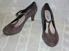 womans NEW CLARKS CHORUS THRILL TAUPE SUEDE SHOES size 7d