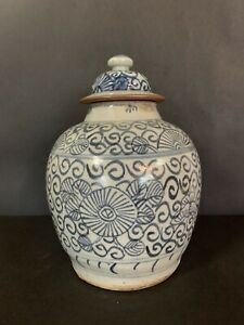 Antique Chinese Qing Dynasty Blue And White Jar