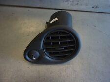 Grille d'aération anti-buée Renault Clio III 210254630 1.2 16V 55kW D4F740 82041