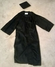 Black graduation cap and gown - 5'10 to 6' - Jostens