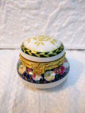 Petite boite en porcelaine  de collection