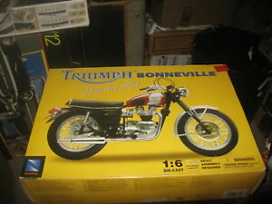 Triumph Bonneville Motorcycle in 1/6 scale by New Ray from 2003
