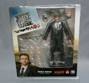MAFEX No.076 MAFEX BRUCE WAYNE Justice League Medicom Toy (Box very damaged)