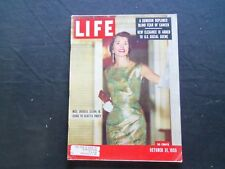 1955 OCTOBER 31 LIFE MAGAZINE - PARTYGOER MRS. AVERALL CLARK, JR. - L 979