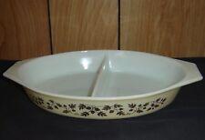 Pyrex Golden Acorn Divided 1 1/2 Qt Casserole Dish #945