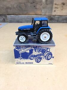 1/43 SCLE NEW HOLLAND 8260 1997 NATIONAL FARM TOY SHOW COLLECTOR EDITION