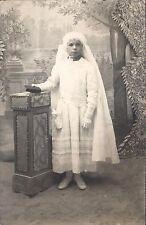 Photo carte Communiante en blanc missel et aumonière vers 1900 - 1910 voile