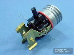 Leviton Push Through Trouble Light Socket Lamp Holder Core w/Tool Tap 660W 7080