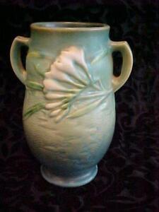 VINTAGE ROSEVILLE ART POTTERY GREEN FREESIA DOUBLE HANDLE VASE 120-7