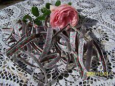 Galon ou ruban ancien en soie. Petites fleurs. Beau métrage de 5,50m. Réf: N°200