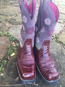 Womans Ariat Cowboy Boots Size 7.5b Maroon Snake Print