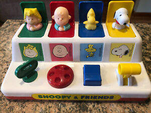 1960's Snoopy and Friends Peanuts Pop Up  Baby Developmental Toy Charlie Brown