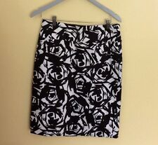 Calvin Klein Woman's size 6 Skirt Floral Cotton Blend Lined Pencil Career Work