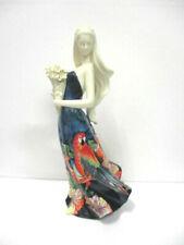 """Statue,  Décors du galion porcelaine peint main : """" Jeune femme au bouquet """""""