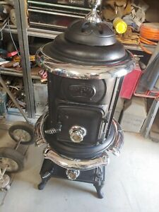Antique Cast Iron Pot Belly Parlor Stove in excellent Condition 1970's
