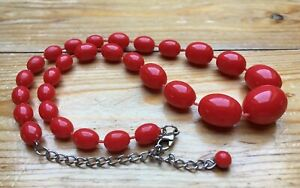Kitsch Vintage Bright Red Bead Necklace/Graduated Look/Bobble/Retro/1970's/80's