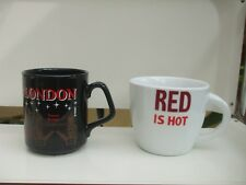 """2 MUGS TASSES """" RED IS HOT """" BY JUST MUGS & MONUMENTS LONDRES LONDON CREST"""