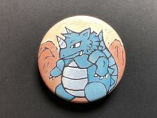 RHINOFEROS / RHYDON PIN'S POKEMON CENTER PIN BADGE 2013 COIN POCKET MONSTER