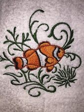 Embroidered Bathroom Hand Towel -Clownfish with Echoes HS0804