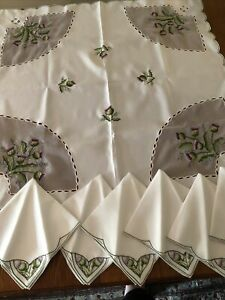 Beautiful Justina Claire Embroidered Tablecloth & 6 Matching Napkins Thistles