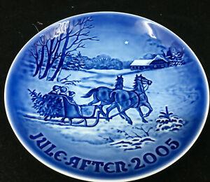 Bing Grondahl Denmark Christmas Plate 2005 Bringing Home the Tree Danish Blue