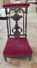 Antique Prie Dieu de Style Art Nouveau Christ Sculpté Tapisserie Velours Rouge