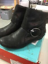 Yuu Womens Swell Size 8.5  Leather Ankle Boots