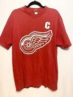 STEVE YZERMAN Detroit Red Wings NHL Hockey XL TShirt Sport Attack Vintage USA