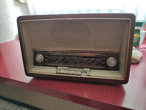 Altes Röhrenradio Loewe Opta Bella