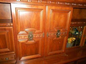 Wohnzimmerschrank Nussbaum- massiv - mit Bar,Vitrine       -Schreinerqualität -